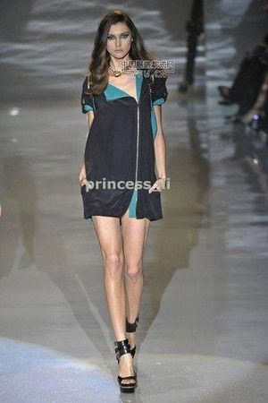 gucci-zipper-mini-dress-profile - copia