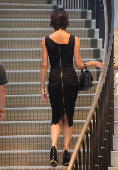 victoria_beckham_black_dress_z