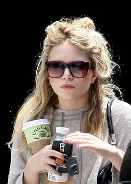 mary-kate-olsen-wayfarer-sunglasses-paul-smith-ps3000