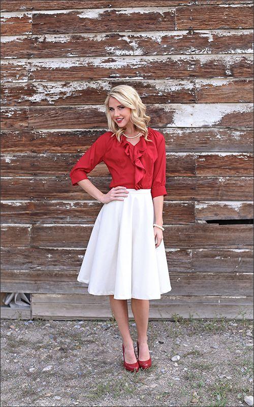 falda y bluza roja